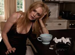 Julianne Moore sighs over a mondo coffee cup in 'Maps to the Stars' and wins Best Actress at Cannes 2014